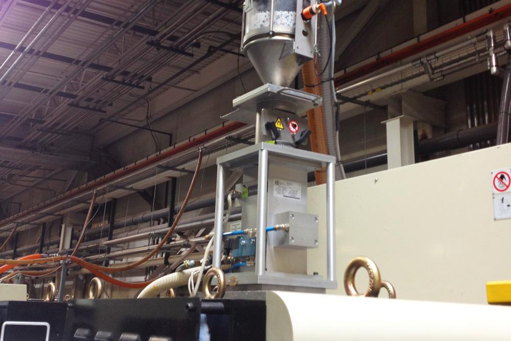 Metal detectors for the plastics industry − Sesotec